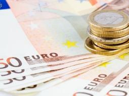 Euro tiếp tục tăng với USD, yên