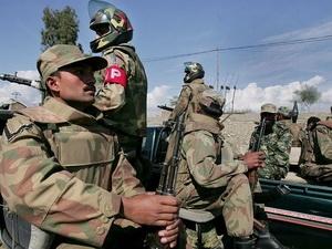 Dân chạy loạn tại Pakistan vì sợ chính phủ tấn công