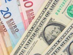 USD tiếp tục tăng với euro trước báo cáo niềm tin tiêu dùng
