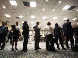 Số đơn xin trợ cấp thất nghiệp Mỹ cao nhất hơn 1 tháng