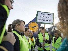 Hãng hàng không lớn nhất nước Đức hoãn hàng trăm chuyến bay vì đình công