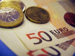 Euro duy trì thấp trước lo ngại khủng hoảng eurozone