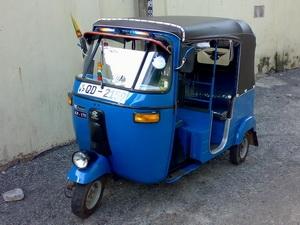 Không nhập khẩu và lưu hành xe tuk tuk trên đường Hà Nội