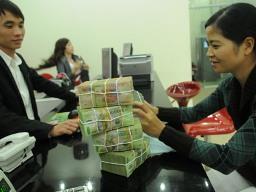 Doanh số giao dịch liên ngân hàng VND giảm gần 60%