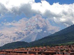 Núi lửa Guatemala phun trào, 33.000 người sơ tán