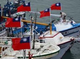 Tàu Nhật Bản sử dụng vòi rồng xua đuổi tàu cá Đài Loan