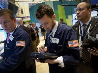 S&P 500 có đợt giảm dài nhất 7 tuần do lo ngại châu Âu