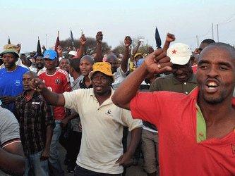 Sản lượng vàng tại Nam Phi giảm gần 40% do đình công