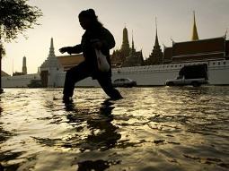 Thủ đô Bangkok đối mặt với trận lụt lớn nhất 50 năm qua