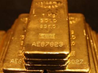 Giá vàng lên cao nhất gần 1 năm do USD suy yếu