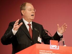 Cựu bộ trưởng tài chính Đức tranh cử thủ tướng với bà Merkel