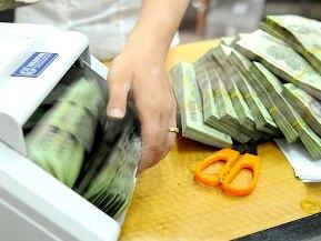 Vì sao các ngân hàng vẫn đẩy mạnh huy động vốn?