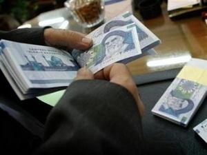 Dân đổ xô mua ngoại tệ gây rối loạn ở thủ đô Tehran
