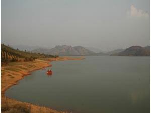 Hồ chứa nước Đăk Uy có nguy cơ vỡ do mưa lớn