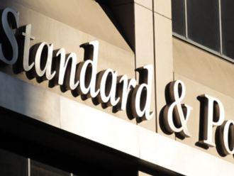 S&P: Hạ bậc tín nhiệm nhiều gấp đôi nâng bậc trong quý III