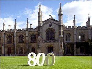 Đại học Cambridge lần đầu tiên phát hành trái phiếu