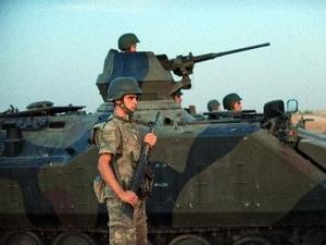 Thổ Nhĩ Kỳ triển khai xe tăng, máy bay dọc biên giới với Syria