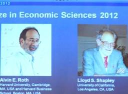 Alvin E.Roth và Lloyd S. Shaley đoạt Nobel kinh tế 2012