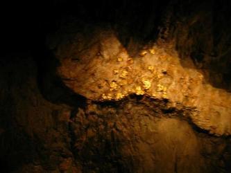 Sản lượng vàng của Newmont Mining giảm trong quý III