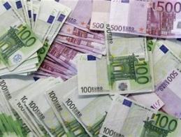 Euro giảm do châu Âu lún sâu vào vòng xoáy nợ công
