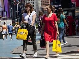 Niềm tin tiêu dùng Mỹ cao nhất 5 năm