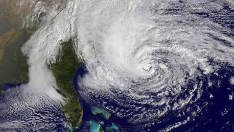 Thị trường chứng khoán Mỹ đóng cửa do bão