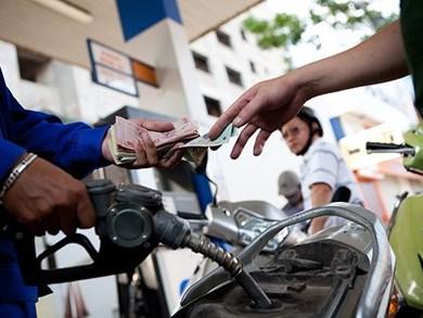 Giá xăng thấp hơn khu vực hơn 3.000 đồng/lít