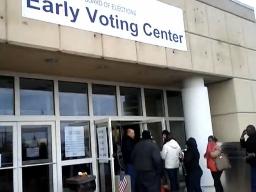 Hình ảnh cử tri Mỹ xếp hàng bỏ phiếu sớm tại Ohio
