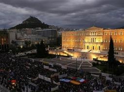 Hy Lạp thông qua gói khắc khổ để xin cứu trợ