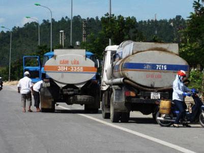 Lượng xăng dầu tạm nhập được sử dụng trong nước chiếm 15% tổng cầu tiêu dùng