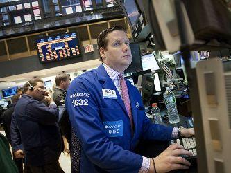 S&P 500 đi ngang khi châu Âu thảo luận cứu trợ Hy Lạp