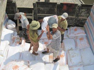 Trung Quốc đứng đầu về nhập gạo và cao su của Việt Nam