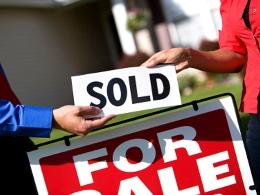 Giới giàu Mỹ ồ ạt bán tài sản do lo ngại bờ vực tài khóa