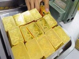 Ai là người quyết định giá vàng trong nước?