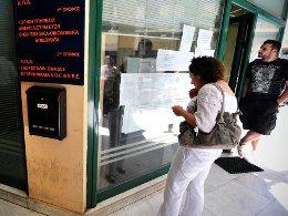 400.000 công chức Hy Lạp mất việc vì khủng hoảng