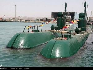 Hải quân Iran hạ thủy tàu ngầm và tàu đệm khí mới