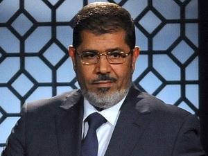 Tổng thống Ai Cập Morsi cam kết từ bỏ đặc quyền