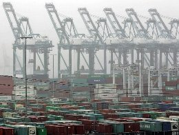 2 cảng quan trọng nhất nước Mỹ tê liệt do đình công