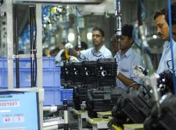 Lương và năng suất lao động toàn cầu tăng trưởng chậm lại