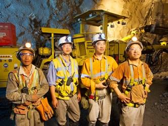 Nhà đầu tư đang rời bỏ các công ty khai thác vàng