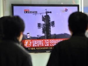 Hàn Quốc trục vớt mảnh vỡ tên lửa của Triều Tiên