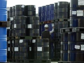 Giá dầu giảm nhẹ do lo ngại bờ vực tài khóa