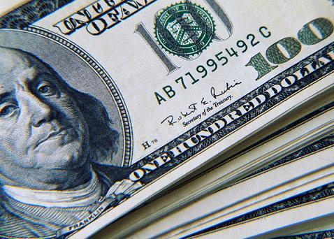 USD thấp nhất 10 tháng khi Mỹ sắp kịch trần nợ