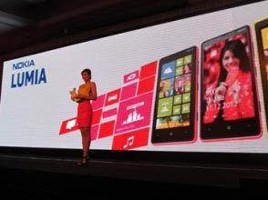 Nokia có thể phải bán bộ phận di động cho Microsoft và Huawei