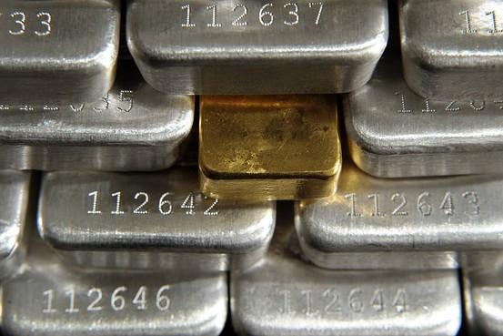 Trung Quốc tăng cường dự trữ bạc