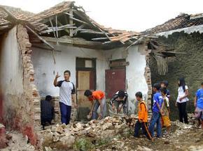 Động đất 5,4 độ richter rung chuyển Indonesia