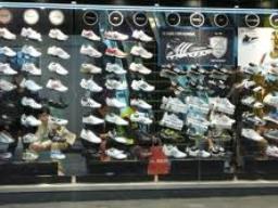 Nghi án Metro và Adidas lách luật bán lẻ