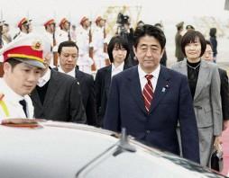 Thủ tướng Nhật Abe đã tới Việt Nam