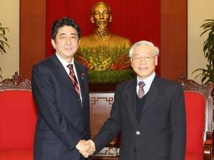 Tổng Bí thư tiếp thủ tướng Nhật Bản Shinzo Abe