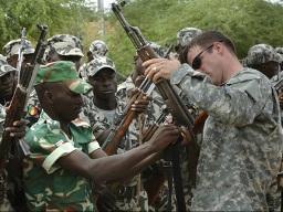 Mỹ và tham vọng huấn luyện quân đội các nước